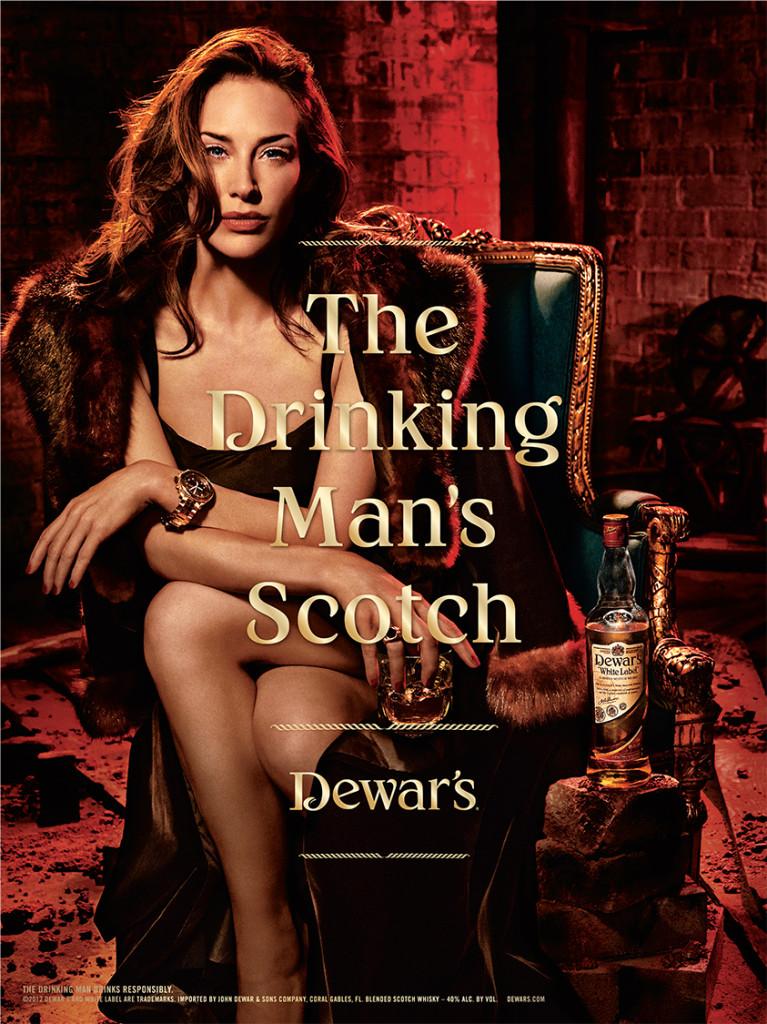 Den här whiskyn är för riktiga karlar, det är därför jag sitter här och dricker den i sexiga underkläder och pleasefuckmeblick.