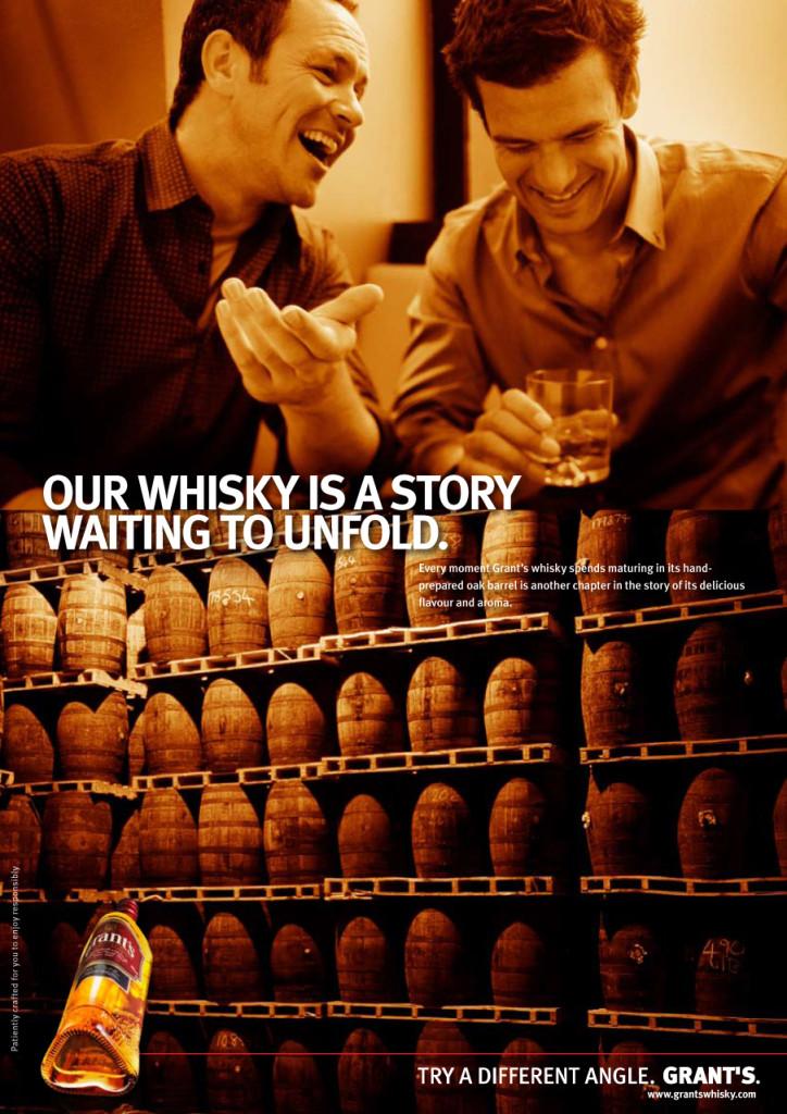 Vi är två polare som inte tycker det är konstigt att faten står upprätt, för det är så mysigt med whisky.
