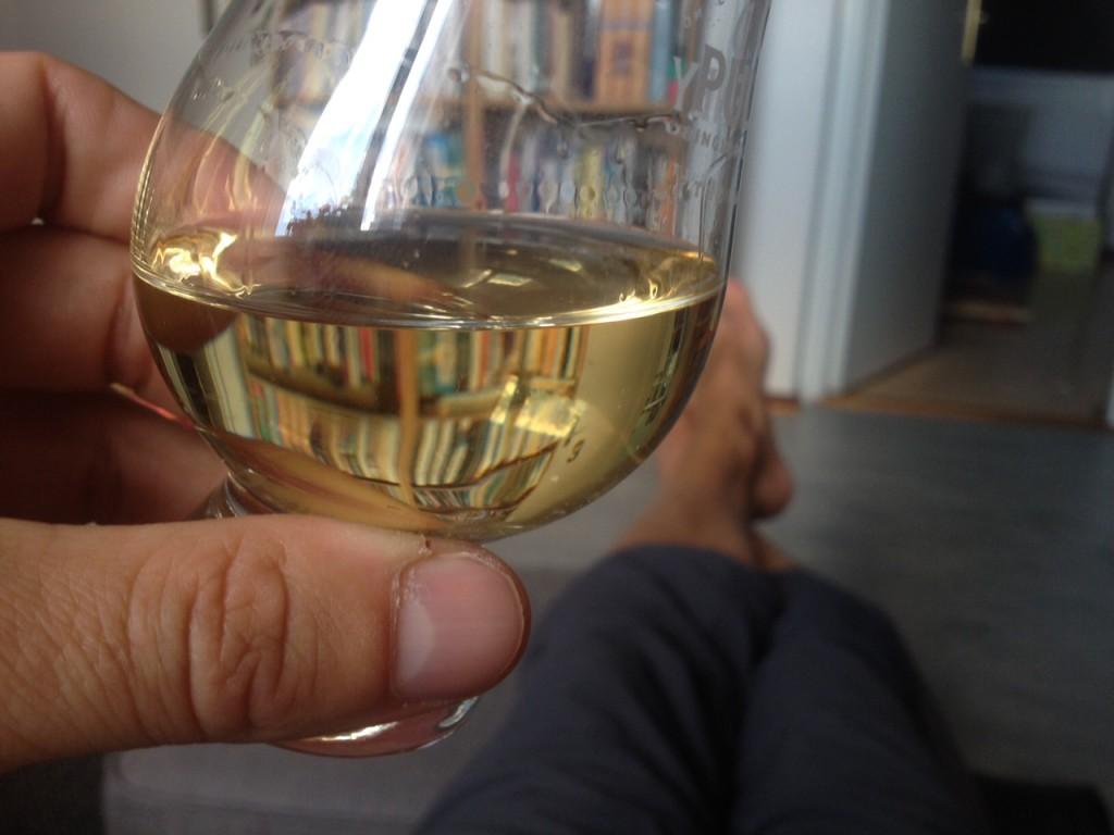 Bunnahabhain Mòine i mitt glencairnglas och mina vackra fötter. En fin stund!