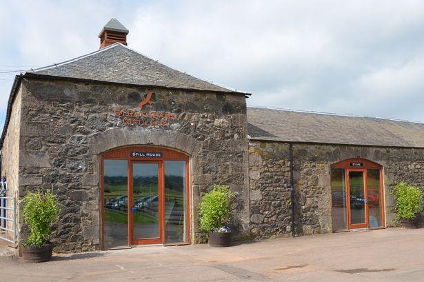 Strathearn Distillery. Skottlands minsta destilleri? I alla fall Skottlands minsta spritpannor.