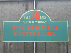 Strathmill distillerys skylt.