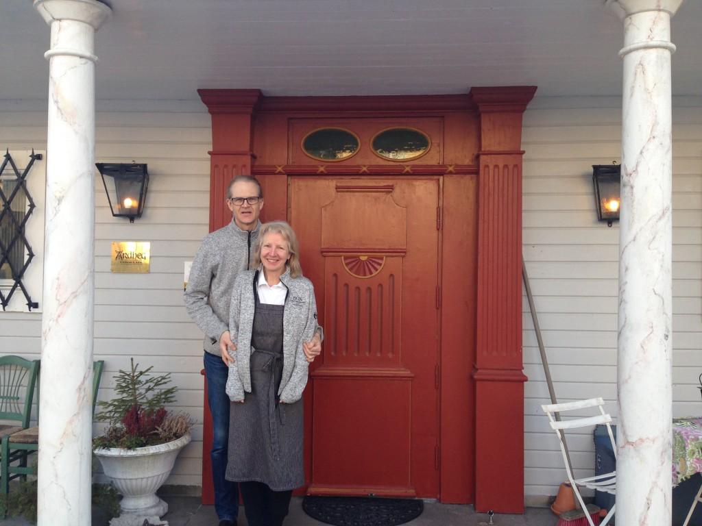 Anders och Agneta på underbara Länsmansgården. En eloge till Agneta och hennes fantastiska frukostar!