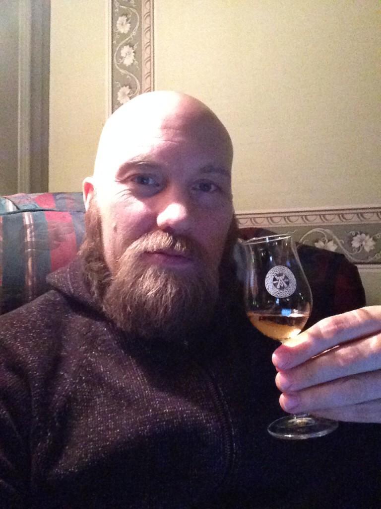 En whisky i fåtöljen på Länsmansgården.