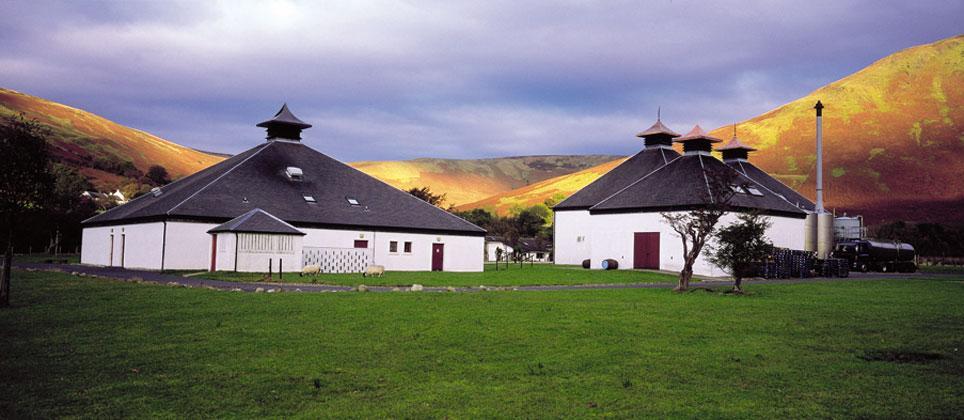 Det bildsköna Arran distillery.